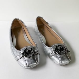Michael Kors. Metallic Silver Leather Flats. Sz: 7
